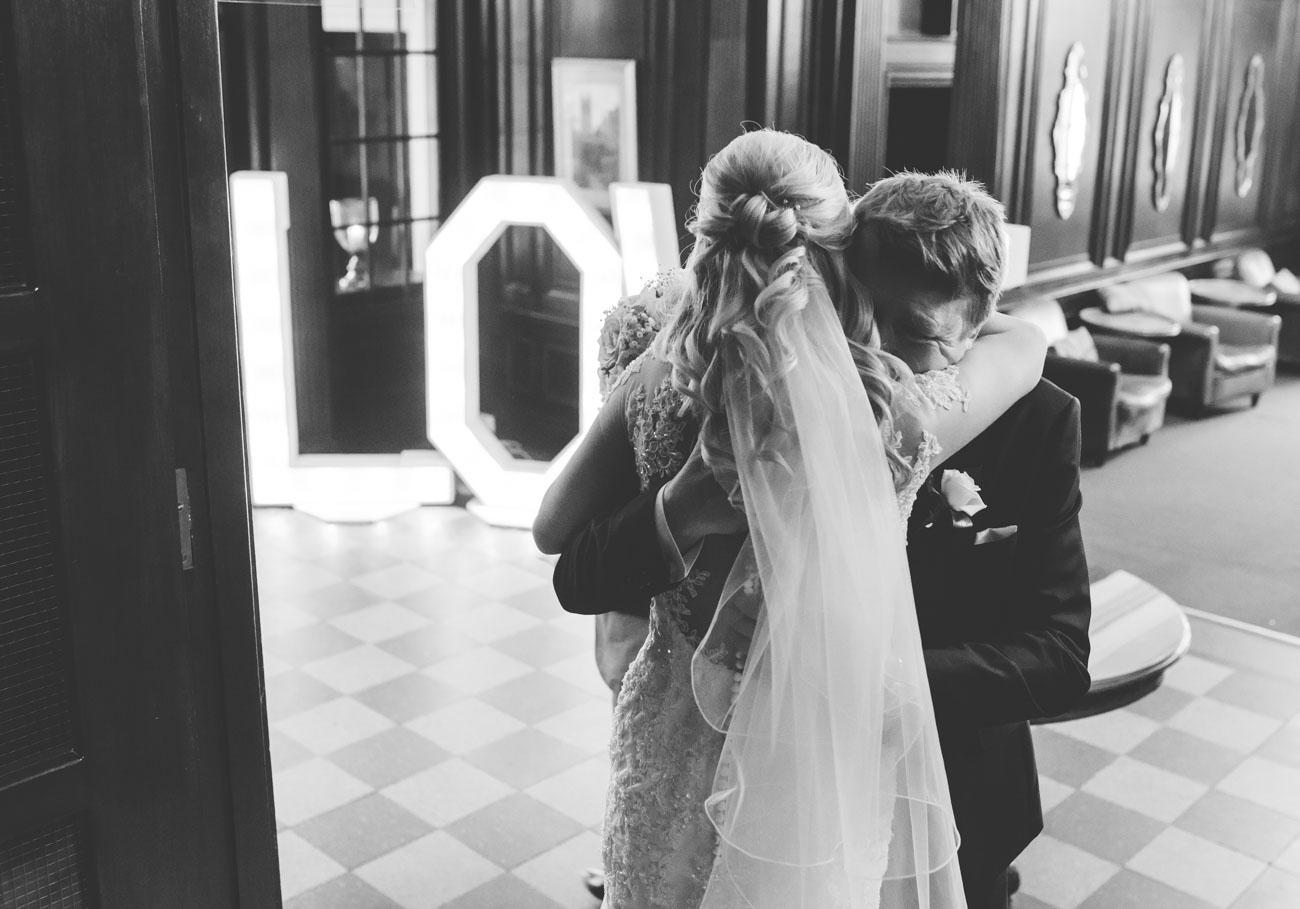 dad greets bride before the wedding